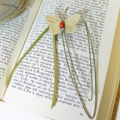 Cute girl gift bookmark butterfly,desk accessory,first-day school girl gift,back. - Gift Ideas For Girl Friend Diy For Kids, Gifts For Kids, Diy Clothes Hanger Rack, Budget Wedding Flowers, First Day School, Diy School Supplies, Back To School Gifts, Summer Diy, Baby Crafts