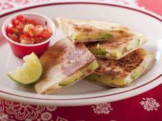 Käsetortilla mit Avocado und Tomatendip ist ein Rezept mit frischen Zutaten aus der Kategorie Fruchtgemüse. Probieren Sie dieses und weitere Rezepte von EAT SMARTER!