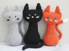 Meow! I've got a PURRfect pattern for all you cat lovers! How cute are these crochet cats sitting so pretty with their long (bendable!) tails and colored safety eyes. Another simple pattern so you can