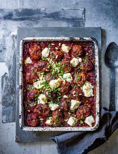 Greek lamb meatball, feta and tomato bake Greek Lamb Meatballs Recipe with Feta and Tomato Check out this indulgent lamb meatball bake. This simple traybake is a super easy, all in one family recipe. Meatball Recipes, Meat Recipes, Cooking Recipes, Healthy Recipes, Meatball Bake, Lamb Mince Recipes, Greek Lamb Recipes, Recipes With Lamb Steaks, Autumn Recipes Baking