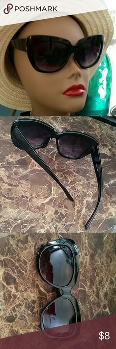 Fashion Statement Black Cateye Sunglasses Black Frame Oversized Cateye Fashion wear sunglasses Gradient Purplish Charcoal Lens offering 100 % UV protection  Universal Bridge nose  Very nice condition minor non noticeable flaws in lens  Great statement Shades! Bundles available with discounts Accessories Sunglasses