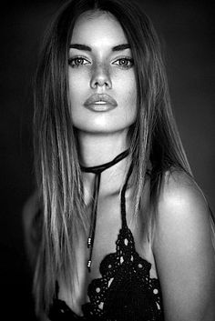 Black and white woman portrait! Most Beautiful Faces, Beautiful Eyes, Beautiful People, Beautiful Women, Black And White Portraits, Black White Photos, Girl Face, Woman Face, Black And White Face