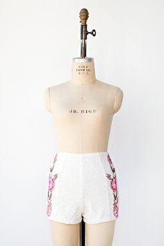 вдохновили старинные кружева высокой талией шорты с розами