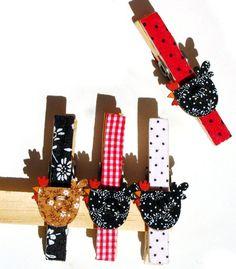 https://flic.kr/p/9P3C1t   PregadOreS / imGalinHA - ediÇãO LTda   Pregadores com botão de madeira de galinha. Edição Limitada - estarão na mega artesanal 2011
