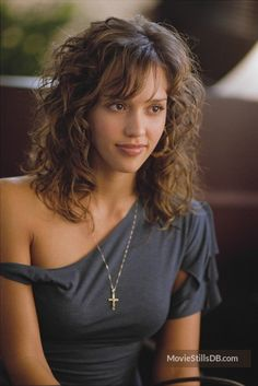 Honey - Publicity still of Jessica Alba. The image measures 3045 * 4559 pixels and was added on 12 April Jessica Alba Style, Jessica Biel, Young Jessica Alba, Long Face Hairstyles, Celebrity Hairstyles, Curly Haircuts, Men's Hairstyle, Funky Hairstyles, Formal Hairstyles