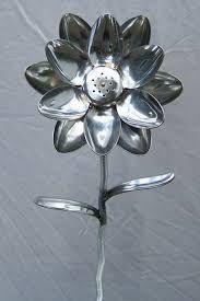 12 Spoon Flower with Shaker center by SpoonArtGallery on Etsy Metal Projects, Metal Crafts, Recycled Crafts, Welding Crafts, Welding Art, Welding Tools, Metal Yard Art, Scrap Metal Art, Plastic Spoon Art