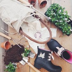 Time for gardening! (Photo by @faith.se) #oddmolly #madeinlove #oddmolly #lowtiderainboot