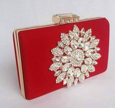 Bolsa de festa clutch vermelha com pedras bolsa de festa bolsa de casamento.  www.deoliatelier.com.br