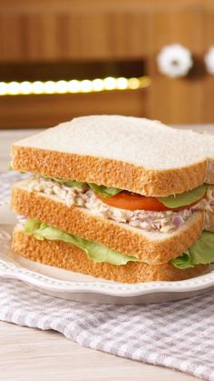 Super Thunfisch-Sandwich in 1 Minute! - Recetas con Pescado - Eat or Not Foods Sandwiches For Lunch, Panini Sandwiches, Breakfast Sandwiches, Good Food, Yummy Food, Meal Plans To Lose Weight, Cooking Recipes, Healthy Recipes, Cooking Crab