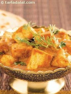 Kadai Paneer is a simple yet amazing dish. A tantalizing dish to rustle up when you are in a hurry. Replace the paneer with mixed boiled vegetables to make subzi kadai. Paneer Recipes, Veg Recipes, Indian Food Recipes, Vegetarian Recipes, Cooking Recipes, Punjabi Recipes, Indian Foods, Cooking Tips, Butter Paneer Masala