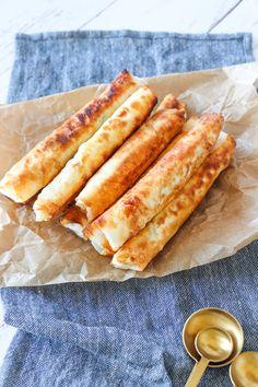 Feta, Snack Recipes, Healthy Recipes, Healthy Food, Hot Dog Buns, Tapas, Recipies, Appetizers, Pizza