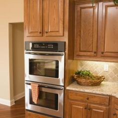 Honey spice cabinets feature a warm, golden finish. Honey spice finish is suited to a variety of different types of hardwoods.