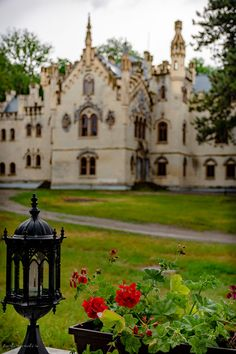 castelul sturdza de la miclauseni Mansions, House Styles, Traveling, Country, Food, Home, Runes, Sweets, Fine Dining