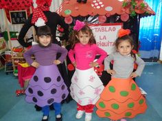 Disfraz de flamenca se podría hacer con bolsas de basura  http://www.multipapel.com/familia-material-para-disfraces-maquillaje-bolsas-de-color.htm
