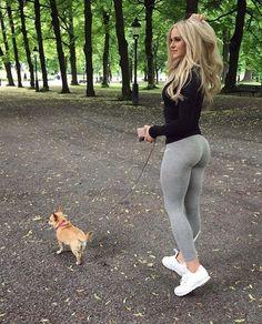 S-curvish dog walking @annanystrom #fashion #ootd #