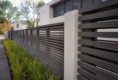 Best Inspiring White Aluminum Fence Ideas and Designs - .- Best Inspiring White Aluminium Zaun Ideen und Designs – Wohn Design Best Inspiring White Aluminum Fence Ideas and Designs - Tor Design, Gate Design, Backyard Fences, Garden Fencing, Yard Landscaping, Landscaping Ideas, Wooden Fence Panels, Wooden Fences, Modern Fence Design