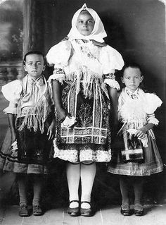 #Rovné #Zemplín #Slovensko #Словакия #Slovakia Ethnic Clothes, Ethnic Outfits, Old Photos, Vintage Photos, Folk Costume, Costumes, Heart Of Europe, Another World, Czech Republic