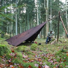 This is a brilliant tarp set up. A tripod which acts as a ridgepole for a tarp, and can serve as a cooking tripod (with some rope).