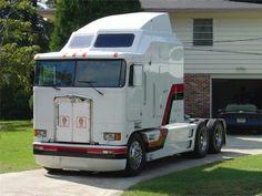 Rv Truck, Big Rig Trucks, Semi Trucks, Cool Trucks, Allis Chalmers Tractors, Cab Over, Kenworth Trucks, Trucks And Girls, Heavy Truck