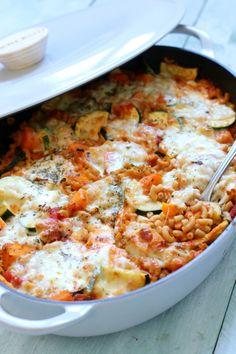 Recept: Duurzame pasta ovenschotel met pompoen Veggie Recipes, Healthy Recipes, Veggie Food, Mozzarella, Pasta Soup, Easy Smoothie Recipes, Good Food, Veggies, Lunch