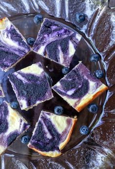 Keto Blueberry Cheesecake Bars - Low Carb Easy Keto Blueberry Cheesecake Bars - make the most of blueberry season while still keeping it low carb and losing weight! Gluten free and Atkins Friendly!Easy Keto Blueberry Cheesecake Bars - make the most of blu Keto Desserts, Keto Snacks, Dessert Recipes, Easy Keto Dessert, Blueberry Cheesecake Bars, Low Carb Cheesecake, Cheesecake Recipes, Keto Brownies, Cheesecake Brownies