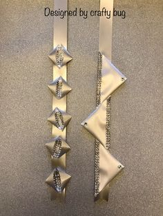 White and silver triangular chains with diamond mesh ribbon. Homecoming mums designed by crafty bug White and silver triangular chains with diamond mesh ribbon. Homecoming mums designed by crafty bug White and silver t Unique Homecoming Mums, Homecoming Mums Senior, Homecoming Corsage, Homecoming Garter, Homecoming Spirit, Homecoming Ideas, Mesh Ribbon, Diy Ribbon, How To Make Mums
