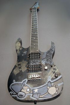 linkin park guitar is art Great Bands, Cool Bands, Fort Minor, Imagine Nation, Linking Park, Music Guitar, Guitar Room, Unique Guitars, Mike Shinoda