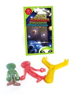 Alien Shooter Scherzartikel grün-rot-gelb. Aus der Kategorie Scherzartikel / Scherzartikel. Aliens gibt es nicht? Vielleicht sollten Sie das noch einmal überdenken. Diese Zwille schleudert keine Steine, sondern Außerirdische durch die Gegend und sorgt so für eine schnelle und äußerst unterhaltsame Invasion der Erde!