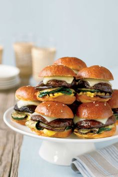 Grilled mini portobello burgers offer vegetarian guests a savory option for the main course. But you might want to make extra — they look so good that meat lovers might snag one, too! Vegetarian Recipes Hearty, Healthy Grilling Recipes, Cooking Recipes, Vegetarian Barbecue, Grilled Recipes, Easy Recipes, Amazing Recipes, Grilling Ideas, Bbq Ideas