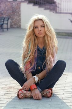 I really want to so this. If I was as blonde as this girl I would so try it.
