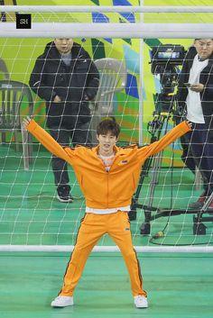 "sh. on Twitter: ""190107 골대 앞 낑깡 🍊 #김한빈 #비아이 #아이콘… """