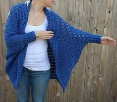 Read my full review on Crafty's kit of the Carleton Cocoon Sweater by Right Brain Crochet.