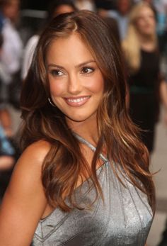 - you're not the only one - Minka Kelly Pictures Minka Kelly Hair, Minka Kelly Style, Minka Kelly Makeup, Most Beautiful Faces, Beautiful Smile, Gorgeous Women, Brunette Beauty, Hot Brunette, Coffee Hair