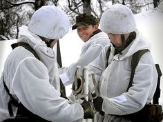 Royal Marines Reserve Commandos taking part in a winter exercise in Norway. Royal Marines Reserve, British Royal Marines, Courageous People, Army Gears, Royal Navy, Special Forces, Armed Forces, Norway, Marine Commandos