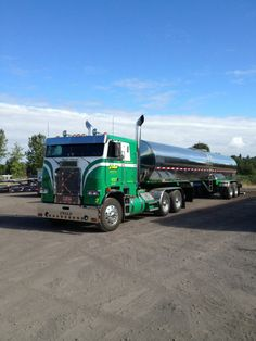 What do you think about this old truck?  Ken Zwalds 1989 Freightshaker #Trucking #Freightliner #ThrowbackThursday