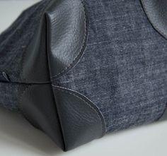 Aujourd'hui en réalisant un vide poche, j'ai décidé d'y coudre des coins de sacs en simili cuir pour renforcer mon ouvrage et lui apporter une petite touche originale. Du coup, je me suis dit qu'un petit tuto pouvais vous intéresser: je va...