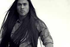 6 Beautiful Native Men Who Are Proud Of Their Culture: Martin Sensmeier is from the Tlingit and Koyukon-Athabascan tribes of Alaska. He is an ambassador for Native Wellness Institute and advocates for wellness amongst Native people of all Nations. Native American Actors, Native American Beauty, Native American Photos, Native American History, American Indians, Martin Sensmeier, Inspiration Art, Raining Men, Native Indian