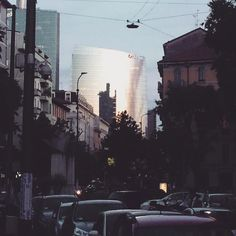 Game of reflections #milanodavedere #gaeaulenti #boscoverticale #straightouttaisola by asquared