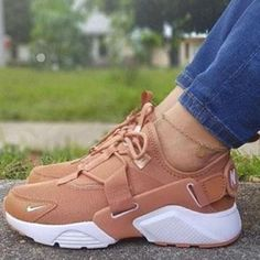 Ideas Womens Shoes Sneakers Nike Sports For 2019 Nike Air Shoes, Sneakers Nike, Nike Summer Shoes, Summer Sneakers, Souliers Nike, Aesthetic Shoes, Shoes Heels Pumps, High Heels, Women's Shoes