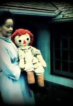 """Paranormal Investigator Lorraine Warren holding the real Annabelle doll"" Lorraine Warren, Creepy Stories, Ghost Stories, Annabelle Horror, Paranormal, Annabelle Doll, Haunted Dolls, Haunted Houses, Haunted Places"