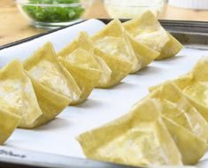 Baked Cream Cheese Wontons, a favorite Chinese American appetizer. Check out this baked, not fried version. So much healthier and just as yummy! – Rebel Without Applause Yummy Appetizers, Appetizers For Party, Appetizer Recipes, Chinese Appetizers, American Appetizers, Wonton Skins, Crispy Wonton, Cream Cheese Wontons, Wonton Recipes