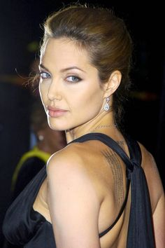 Angelina Jolie on the red carpet again I don't even really think it's her makeup I think it's just her face. its such a natural look with a perfectly arched eyebrows!!!