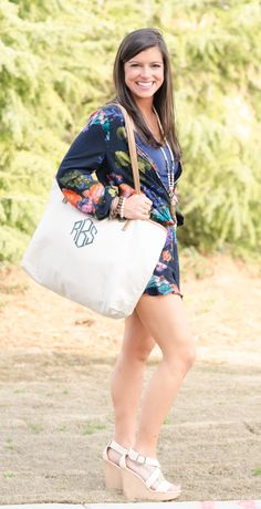 Design your own monogrammed totes at Veeshee.com! #veeshee