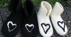 Jeg fikk i oppdrag av en venninne å lage tøfler til et brudepar. Sånn ble resultatet. Selv var jeg svært fornøyd. Lyst til å gi tøfler i g...