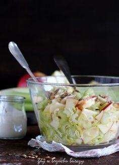Surówka z selera naciowego, jabłka i prażonego słonecznika Potato Salad, Cabbage, Food And Drink, Potatoes, Vegetables, Ethnic Recipes, Fit, Bulgur, Salads