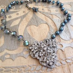 Etsy :: Your place to buy and sell all things handmade Diy Jewelry Projects, Jewelry Ideas, Jewelry Crafts, Jewelry Design, Diy Necklace Making, Jewelry Making, Rhinestone Jewelry, Vintage Rhinestone, Teal Necklace