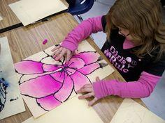 Grade - Georgia OKeeffe Art Lesson - Lines are glue dyed black over pencil drawing. Pastels color the petals Middle School Art, Art School, 2nd Grade Art, Ecole Art, School Art Projects, Inspiration Art, Spring Art, Summer Art, Art Lessons Elementary