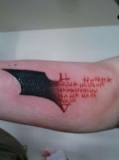 bridgemcgidge:  tan-the-man:  Wow  now THAT is a cool batman tattoo