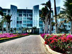 De paseo en Karibana Golf Condominium Club, cerca a Cartagena. By Iván Lara.