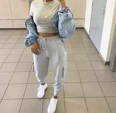 Collection to help inspire outfit ideas! This could be used for back to school looks, or help you create your own style. Oversized Denim Jacket Outfit, Cropped Denim Jacket, Denim Jackets, Bomber Jacket, Cute Casual Outfits, Dope Outfits, Teen Fashion Outfits, Look Fashion, Mode Ootd